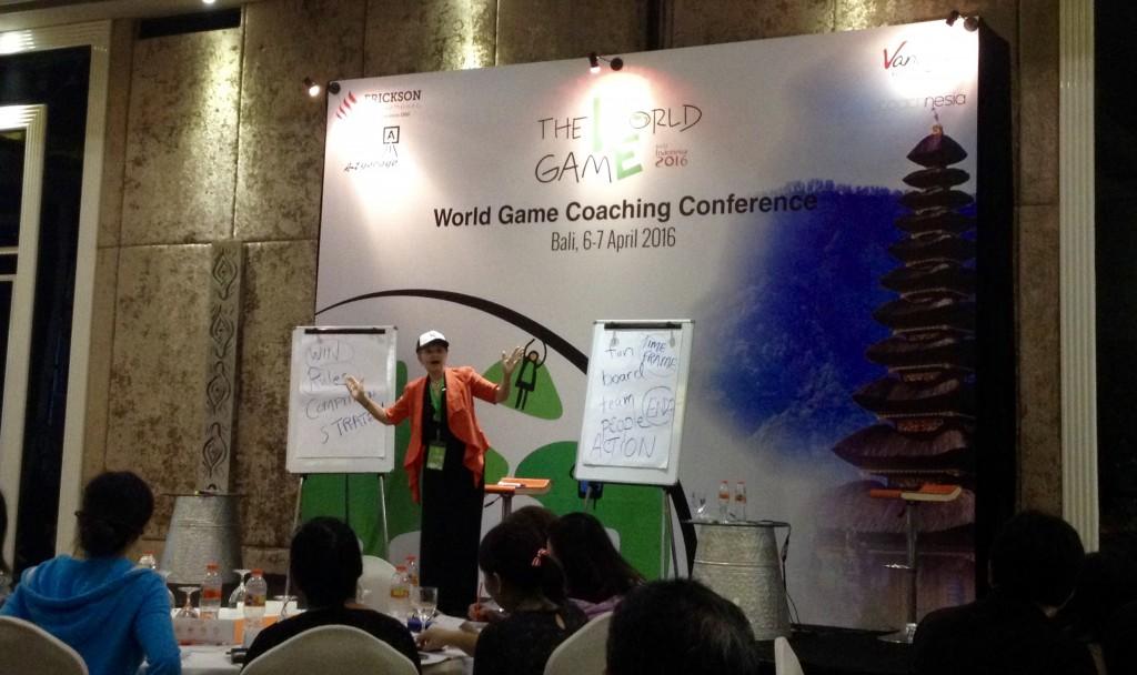 Dr. Marilyn Atkinson peab kõne coachingu konverentsil Balil, aprill 2016